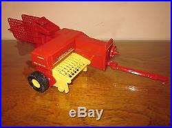 1980'S 1/16 NEW HOLLAND HAYLINER SQUARE BALER FOR TRACTOR ERTL FARM TOY RED NH