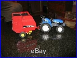 1/16 New Holland TN75 Tractor and BR780 Round Baler Ertl Scale Models