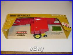 1/16 Vintage New Holland Hay Baler WithBales by ERTL (1968) WithBox