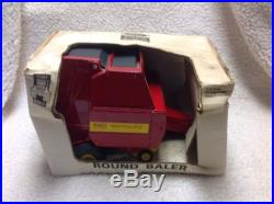 1/16 older New Holland 660 round baler by Scale Models, NICE! , Hard to find
