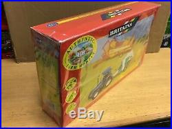 1/32 scale Britains 9670 New Holland 6635 tractor hay baler gift set tracteur