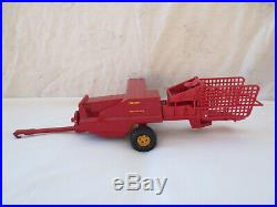 ERTL 1/16 SCALE NEW HOLLAND 311 SQUARE BALER with BALE THROWER FARM TOY