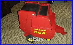 New Holland 664 Round Baler By Scale Models Great Condition 1/16th Scale