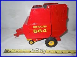 New Holland 664 Round Baler By Scale Models Mint Condition 1/16th Scale