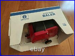 Scale Models 116 Scale New Holland BR780A Round Baler