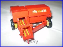 VINTAGE BRITAINS NEW HOLLAND 376 HAY BALER 1978 with 5 BALES / FARM TOY etc