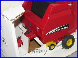 Vintage New Holland BR780 Round Baler By Scale Models 116 Scale NIB toy tractor